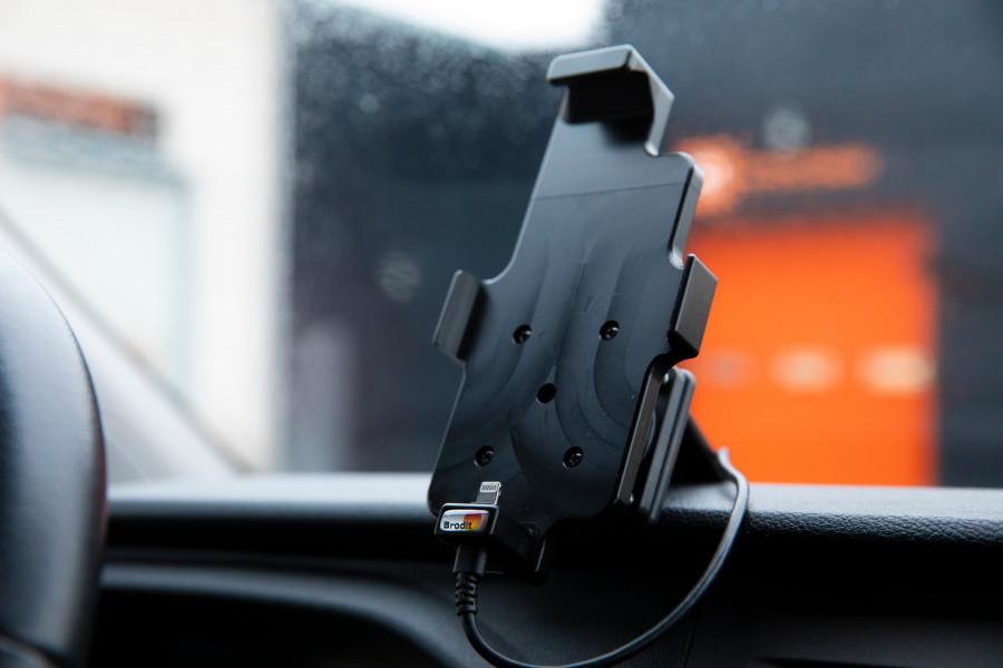 Supports de téléphone, tablette et ordinateur portable pour votre véhicule professionnel ou personnel